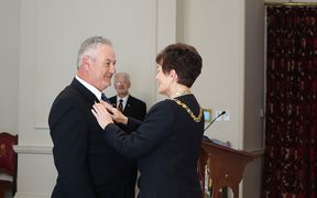 Murray Michie receiving his bravery medal from the new Governor General Dame Patsy Reddy.