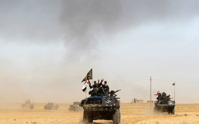 Iraqi forces deploy on October 17, 2016 in the area of al-Shurah, some 45 kms south of Mosul, as they advance towards the city to retake it from the Islamic State (IS)