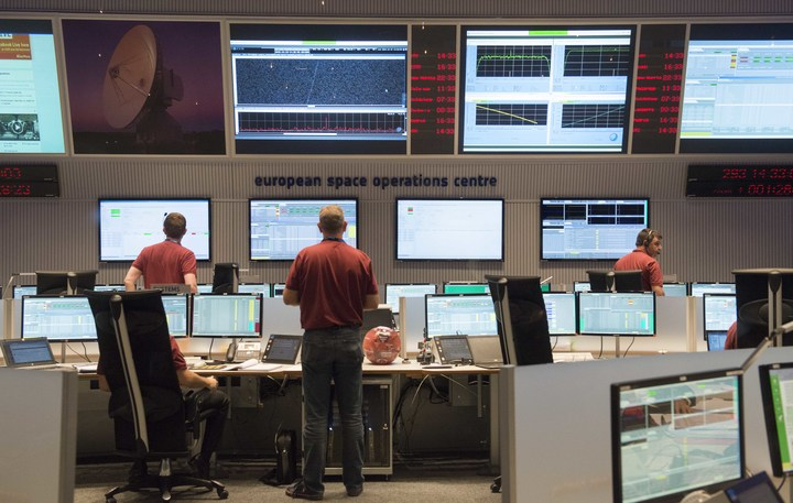 Engineers stand in the main control room of the European Space Agency prior to the expected landing of Schiaparelli.