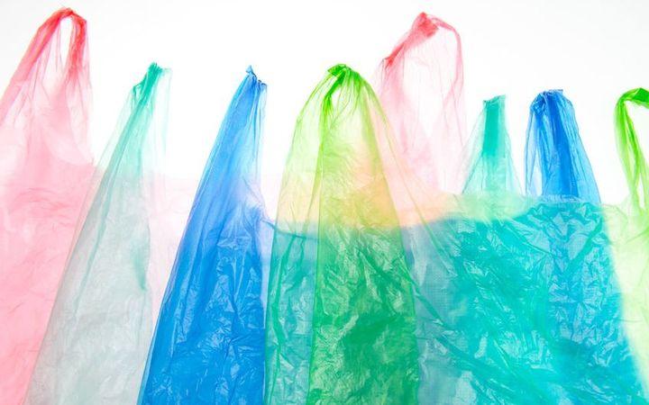 Plastic Tassen Ontwerpen : Plastic bags free or fee
