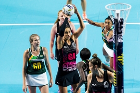 New Zealand shooter Maria Tutaia competing at the 2016 Fast5 netball World Series