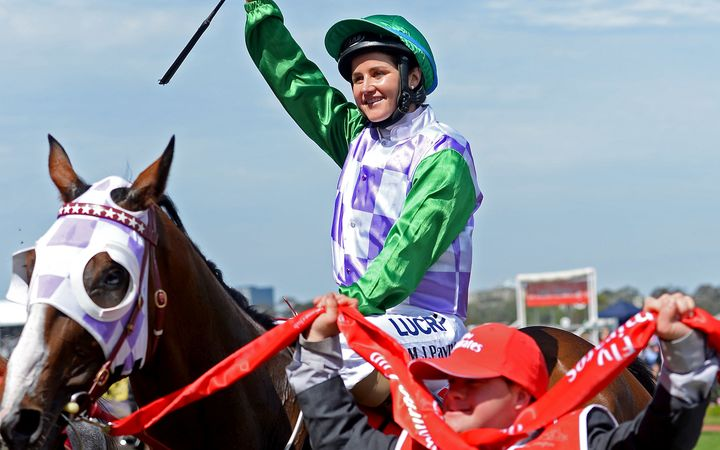 Michelle Payne wins 2015 Melbourne Cup on Prince of Penzance.