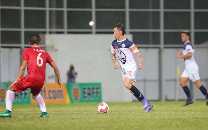 Matao captain Jason Cunliffe looks for an opening against Hong Kong.