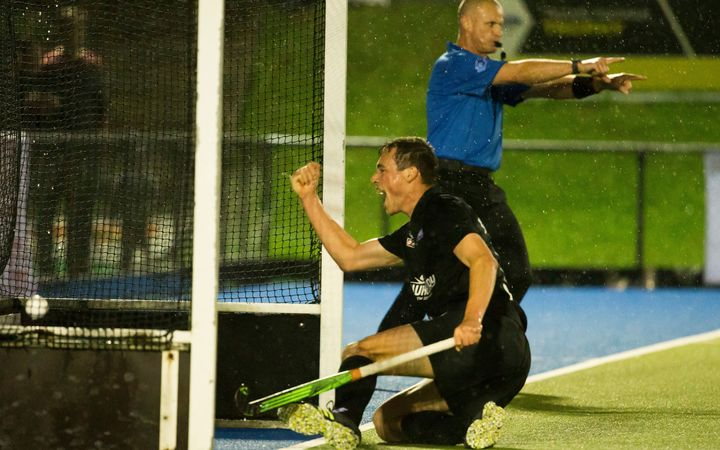Black Sticks player Kim Kingston scores against Australia 2016.