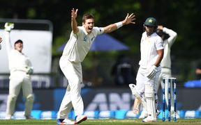 Tim Southee appeals in first test against Pakistan 2016.