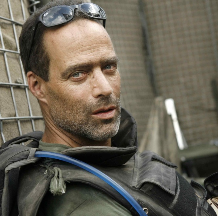 heroism in the perfect storm by sebastian junger In sebastian junger's book, the perfect storm5 or is it the story of a reckless   the full title of junger's book is the perfect storm: a true story of men   explain the resonance of that narrative of fateful coincidence and tragic heroes.