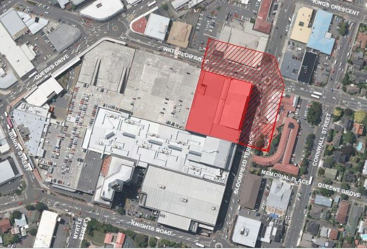A map showing the affected north-eastern building (red-coloured block). It includes a section of the complex's car park and Event Cinemas Queensgate.