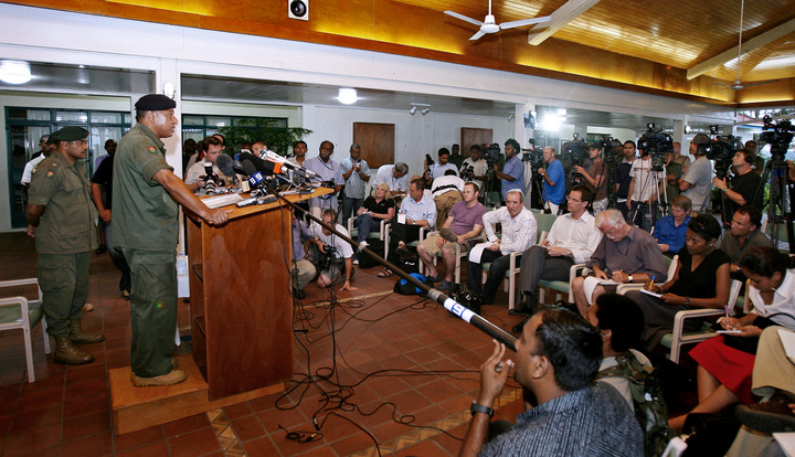Coup leader Bainimarama reads out statement to media at QE Barracks