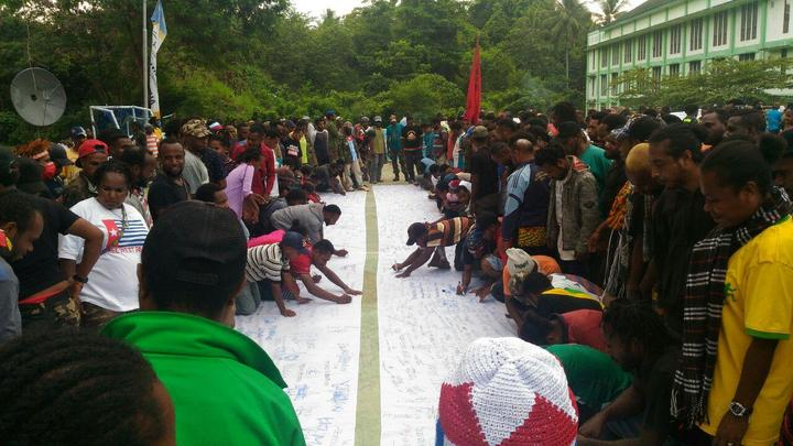 Thousands sign petition message in support of the United Liberation Movement for West Papua movement in the Pacific and at the UN.
