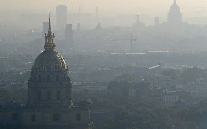 A photo taken on October 12, 2016 shows the domes of Les Invalides (L) and the Pantheon (R) in Paris seen through a veil of smog.