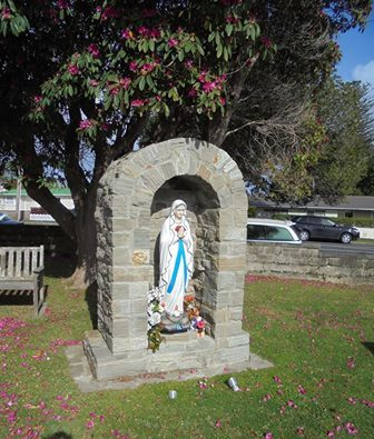 A statue of the Blessed Virgin Mary has been stolen from the St Joseph's Church in Helensville, just three weeks before Christmas.