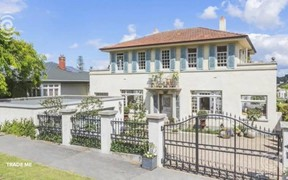 What does $2300 get you in Auckland's rental market