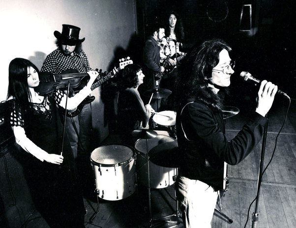 Mammal, 1974. Left to right Julie Needham, Mark Hornibrook, Kerry Jacobson, Rick Bryant, Robert Taylor, Tony Backhouse