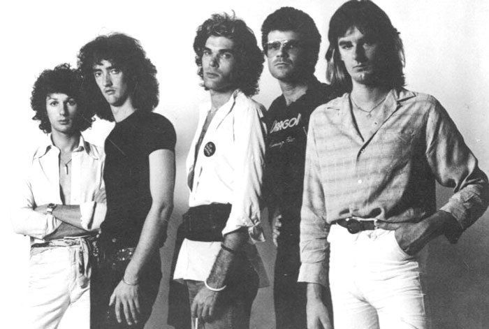 Dragon in 1977. Left to right, Kerry Jacobson, Robert Taylor, Marc Hunter, Todd Hunter, Paul Hewson