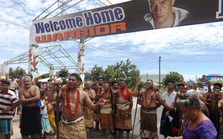 Leauvaa matais welcome Parker to their village