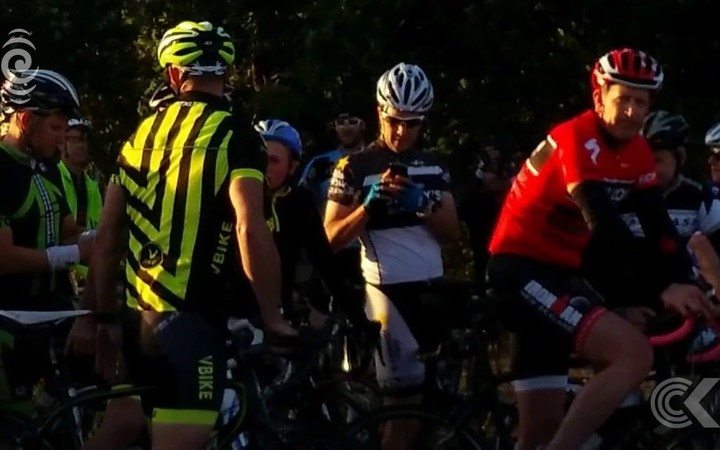 Hundreds turn out for a ride with drug cheat Lance Armstrong