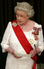 Queen Elizabeth II delivers her speech to the New Zealand Parliament during a state dinner at the Beehive in Wellington, 25 February 2002, during her Golden Jubilee tour.