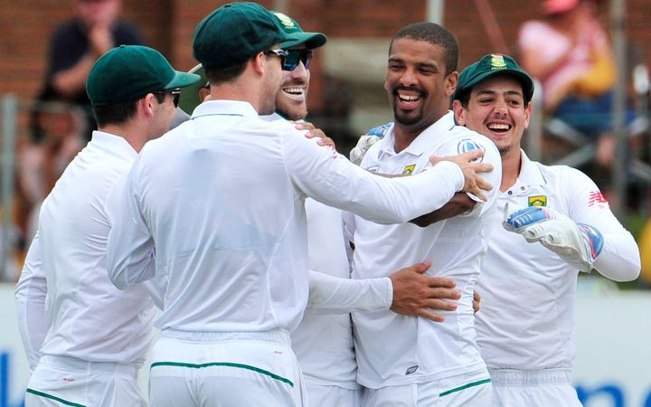 The team celebrates with Vernon Philander of the Proteas.
