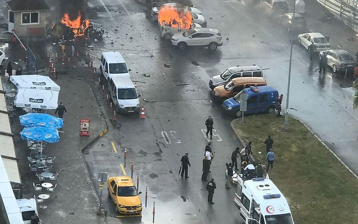 Car bomb and guns used in attack on Turkish courthouse