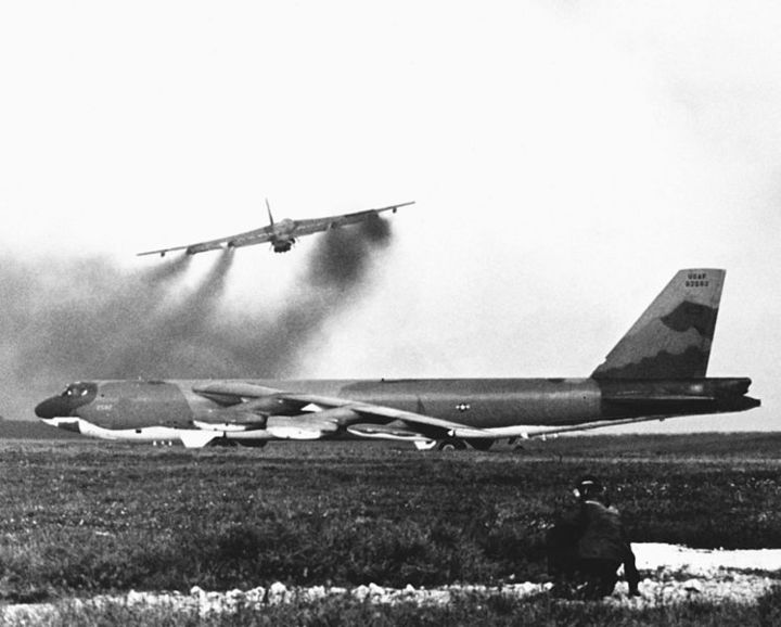 A U.S. Air Force Boeing B-52G-125-BW Stratofortress (s/n 59-2582) from the 72nd Strategic Wing (Provisional) waits beside the runway at Andersen Air Force Base, Guam (USA), 15 December 1972.