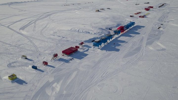 'Halloween Crack' threatens to cut off British Antarctic station