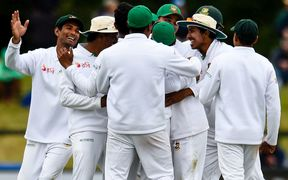 Bangladesh celebrate the wicket of de Grandhomme.