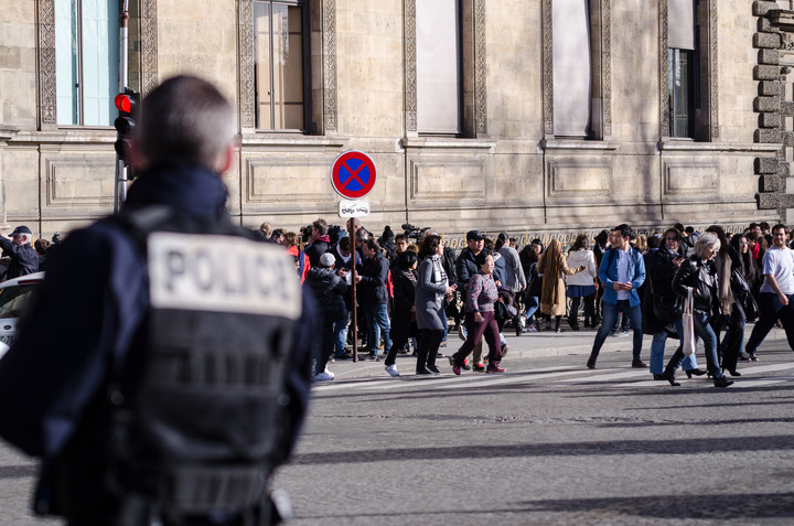 Police secure the area in front of the Louvre, 3 February 2017