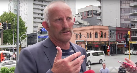 "Gareth Morgan outside TVNZ HQ in Auckland telling reporters why he'd ""get rid of TVNZ"" - and RNZ."