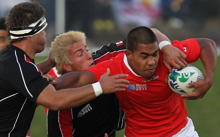 Sione Vaiomo'unga carries the ball for Tonga in the 2011 Rugby World Cup