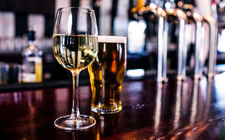 Auckland liquor licence hold-ups likely as bars, restaurants make adjustments for level 2