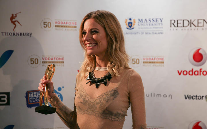 Gin Wigmore with her Tui award for Best Female Solo Artist at the 2015 Vodafone New Zealand Music Awards.