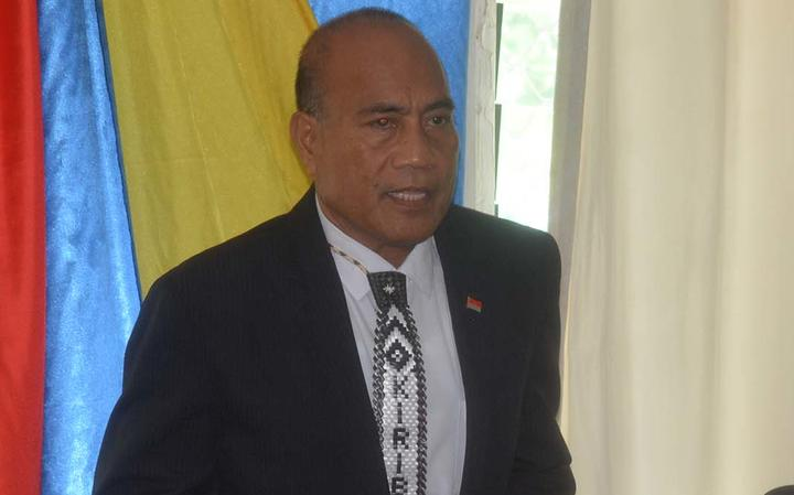 President Taneti Maamau congratulates his newly sworn in Cabinet