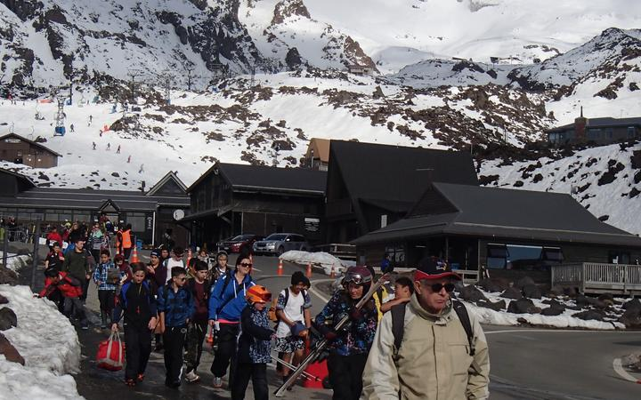 On a busy day, the Whakapapa ski area on Mount Ruapehu hosts thousands of visitors, seen here leaving the field at the end of a fine day.