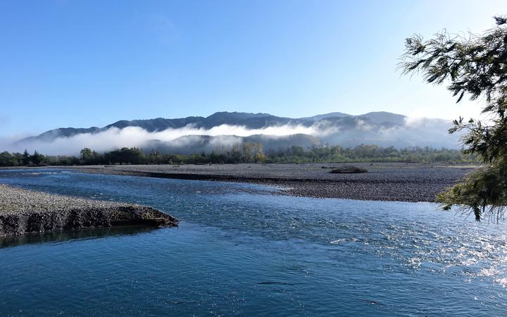 The Wairau River flows from its source in the Southern Alps, to Cook Strait 170 km away. A plan is under way to create a regional park along its banks from the confluence of the Waihopai River down to its exit at Te Koko-o-Kupe/Cloudy Bay.
