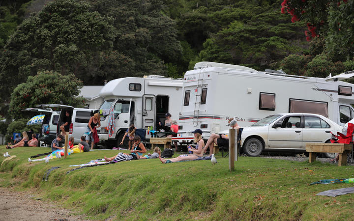 Freedom campers at Kowharewa Bay