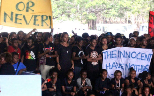 UPNG students gathered in their thousands to demand that the prime minister Peter O'Neill stand aside to face questioning over a fraud case.