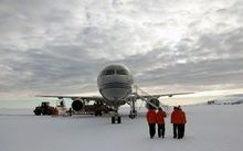 An RNZAF Boeing 757 on the runway in Antarctica.