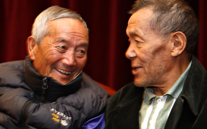 Ang Rita (right) speaks to Nepalese mountaineer Min Bahadur.