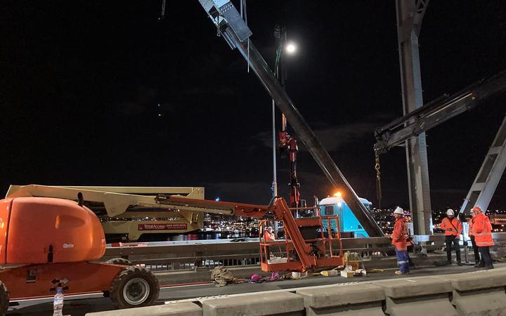 Repair work was carried out on the Auckland Harbor Bridge overnight on Tuesday / Wednesday.