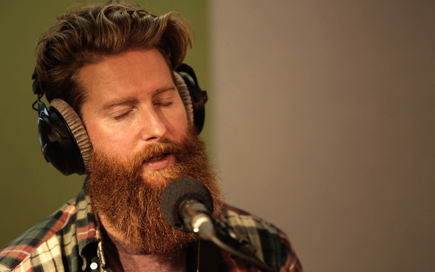 Tom Cunliffe performing on NZ Live in the RNZ Auckland studios