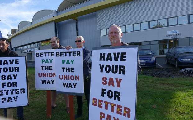 A union led rally in support of low paid truck drivers outside Whangarei. Gordon Leddy is on the right.