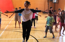 Children discover Chinese dance