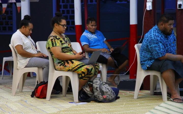 Elena Pasilio and her fellow journalists on Tokelau