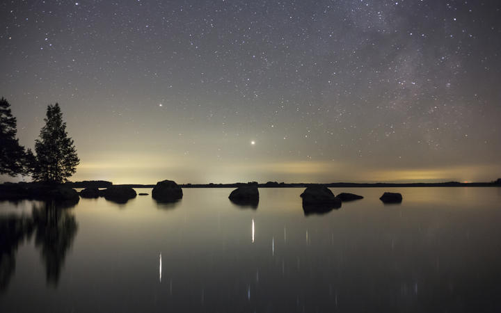 The planets Saturn and Jupiter and a part of the Milky WayPhoto: P-M Hedén / TT / code 11050