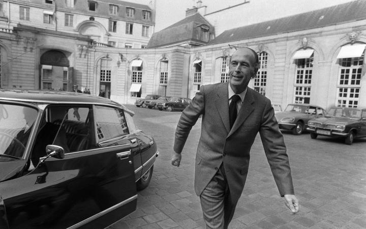 (FILES) This file photo taken on April 8, 1974 shows then presidential candidate Valery Giscard d'Estaing leaving the Hotel Matignon where he just announced his resignation as Finance Minister during the election campaign.