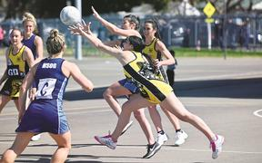 Netball HSOG v WOG - Courtney Stubbins, Ruby Westrupp