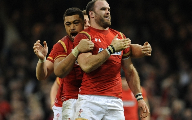 Jamie Roberts with fellow Wales players