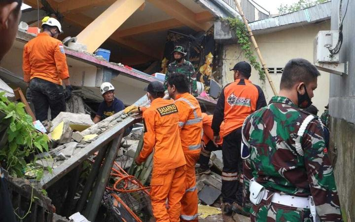 WEST SULAWESI, INDONESIA - JANUARY 15: Teams conduct search and rescue operations after a 6.2-magnitude earthquake hit Indonesia's West Sulawesi on January 15, 2021. 6.2-magnitude earthquake