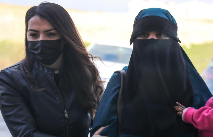A 26-year-old New Zealand citizen and two children were taken to court at Hatay under security measures. Turkye's Ministry of National Defence said they tried to enter from Syria illegally.