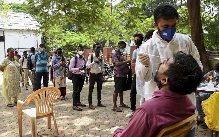 भारत में पिछले 13 मिलियन कोरोनोवायरस मामलों में वृद्धि हुई है।